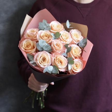 11 роз с зеленью